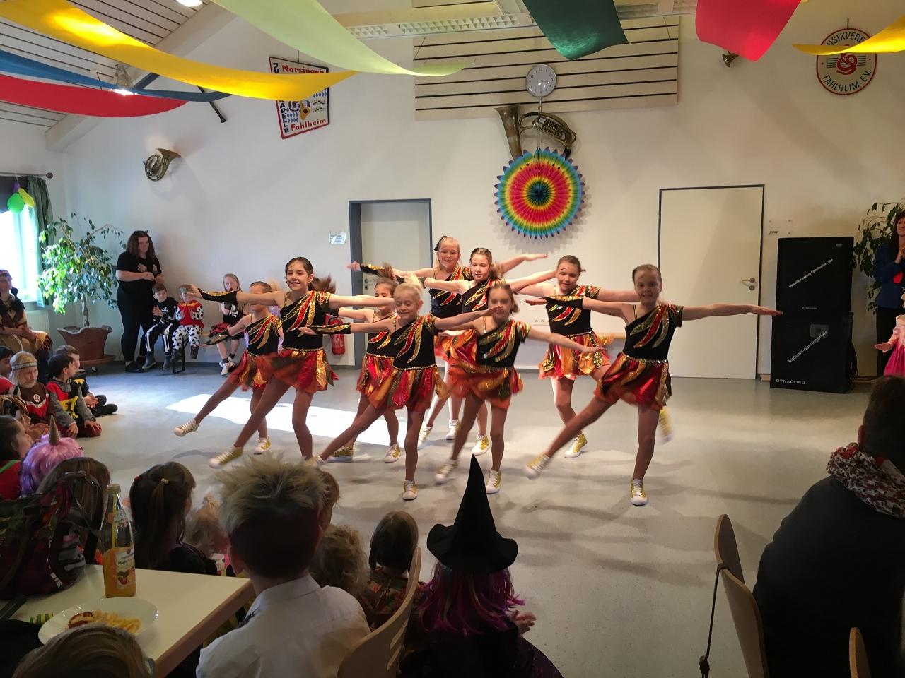 Die Kindershowtanzgruppe des Faschingsvereins Offonia